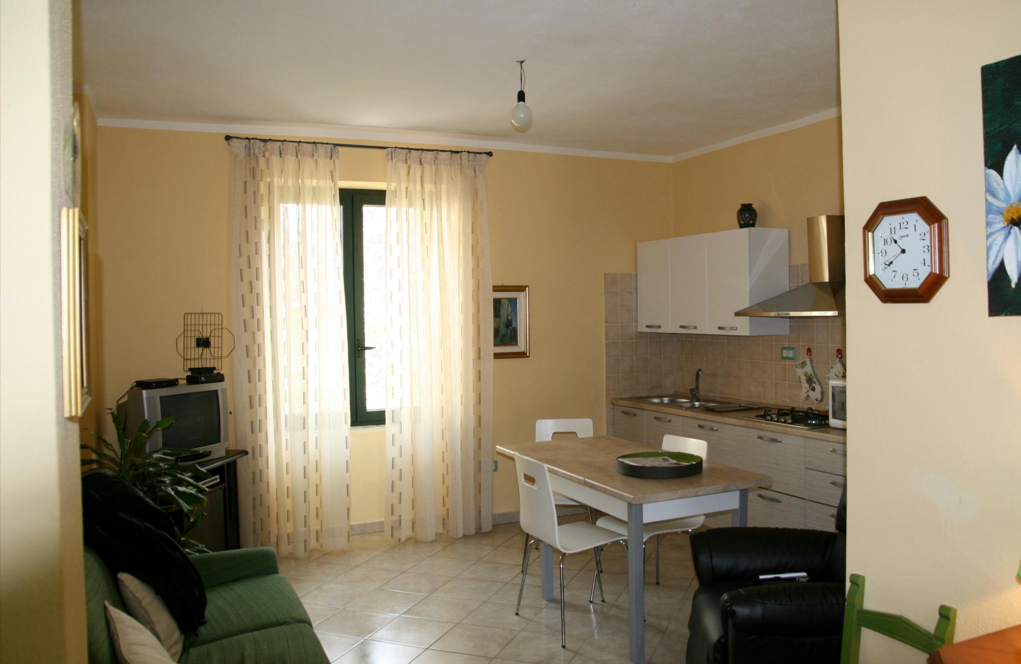 Vendita e installazione tende per interni sardegna urru for Tappezzeria casa
