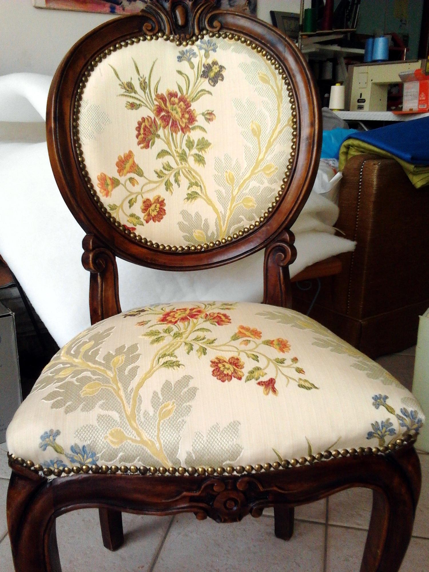 Tappezzeria sedie sardegna tapezzeria sedute urru for Poltrone e sedie