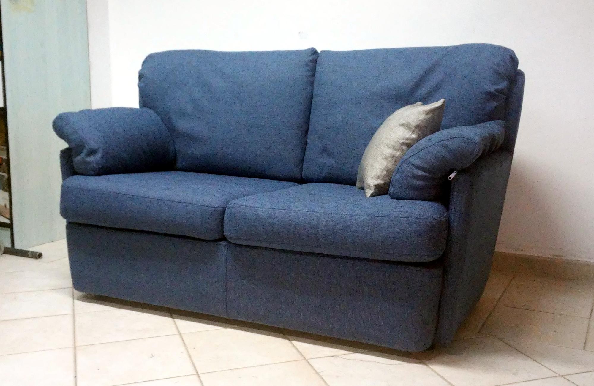Vendita e riparazione di divani e poltrone sardegna urru for Tappezzeria per divani